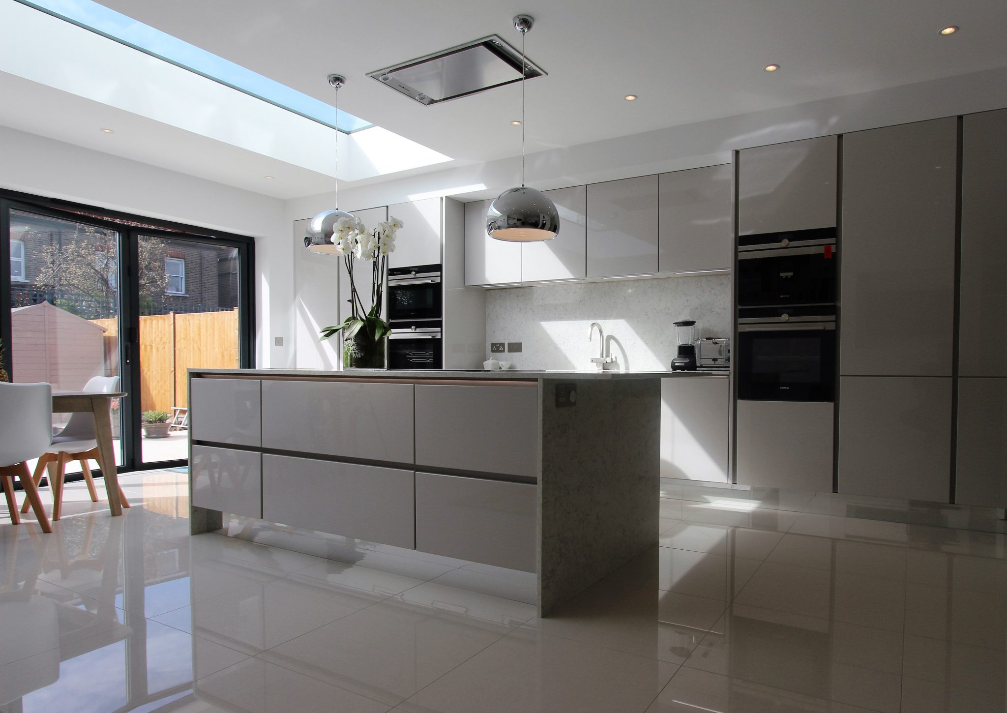 Handle less german kitchen raynes park richmond kitchens for German kitchen appliances brands